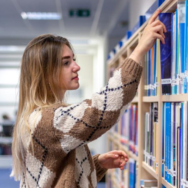 Výpůjčky knih z knihovny KME