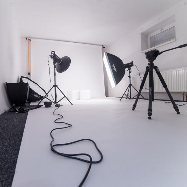 Výhodný pronájem specializovaného fotoateliéru Pod Vilami